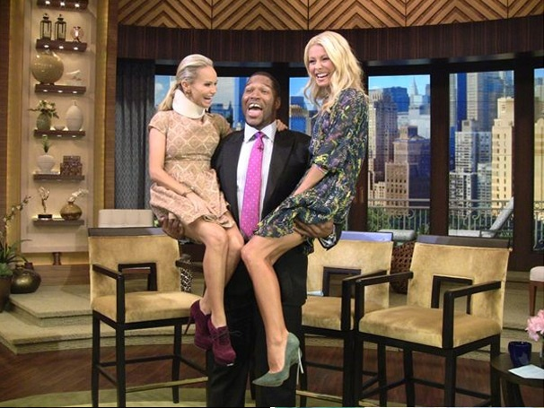 Michael Strahan Juggles Kristin Chenoweth and Kelly Ripa on Live!