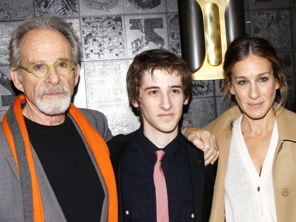 Sarah Jessica Parker Congratulates Ron Rifkin & Noah Robbins on Opening Night of The Twenty-Seventh Man