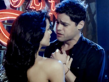 Watch Smash's Katharine McPhee & Jeremy Jordan Lock Lips During the Hit List Ballad 'Heart-Shaped Wreckage'