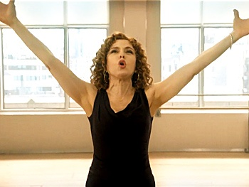 Watch Bernadette Peters Sing Gypsy's 'Everything's Coming Up Roses' on Smash