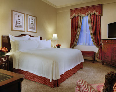 Deluxe King or Queen Guestroom