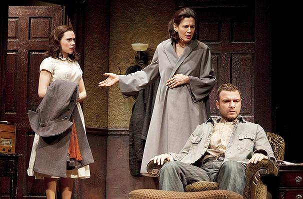 A View from the Bridge - Show Photos - Scarlett Johansson - Jessica Hecht - Liev Schreiber
