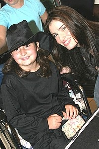 Wicked Sephora Event - girl in wheelchair - Idina Menzel