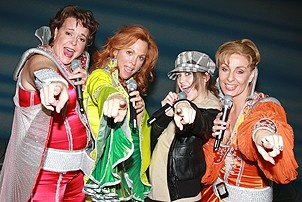 Photo Op - Miley Cyrus at Mamma Mia! - Gina Ferrall - Carolee Carmello - Miley Cyrus - Judy McLane - 2