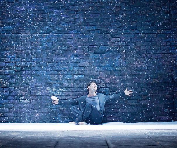 Hamlet - Show Photos - Jude Law (sitting)