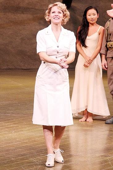 Kelli O'Hara Return to South Pacific – Kelli O'Hara (bow)