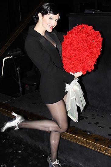 Ashlee Simpson Chicago opening – Ashlee Simpson (roses)