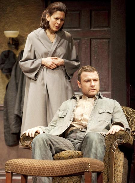 A View from the Bridge - Show Photos - Jessica Hecht - Liev Schreiber 