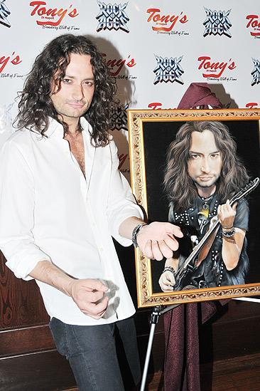 Constantine Maroulis at Tony's DiNapoli – Constantine Maroulis – picture