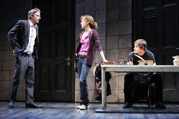 Show Photos - The Understudy - Justin Kirk - Julie White - Mark-Paul Gosselaar