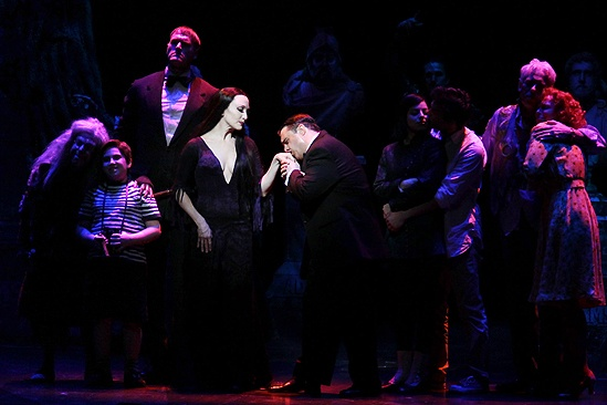 Addams Family Chicago opening – Bebe Neuwirth – Nathan Lane (stage kiss)