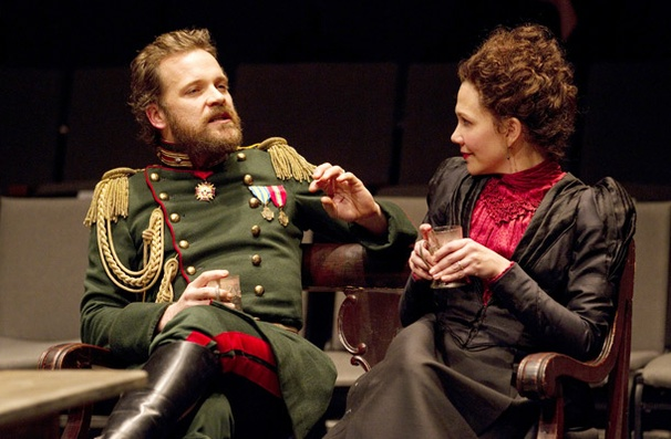 Show Photos - Three Sisters - Peter Sarsgaard - Maggie Gyllenhaal