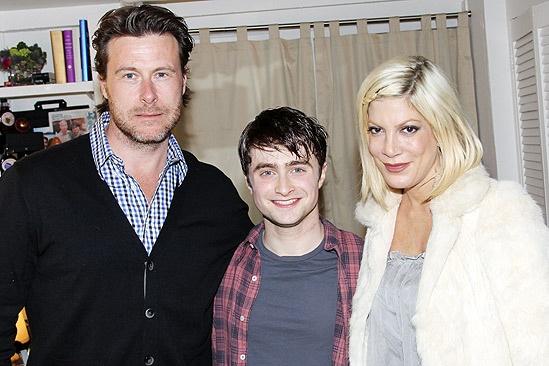 Tori Spelling Visits Daniel Radcliffe – Dean McDermott – Daniel Radcliffe – Tori Spelling