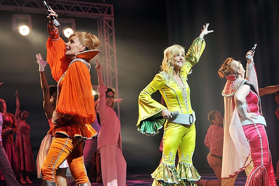 Mamma Mia! 4,000th Performance  Judy McLane  Lisa Brescia  Jennifer Perry (curtain call)