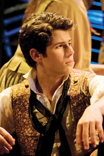 Nick Jonas On Stage  Nick Jonas (les miz London)