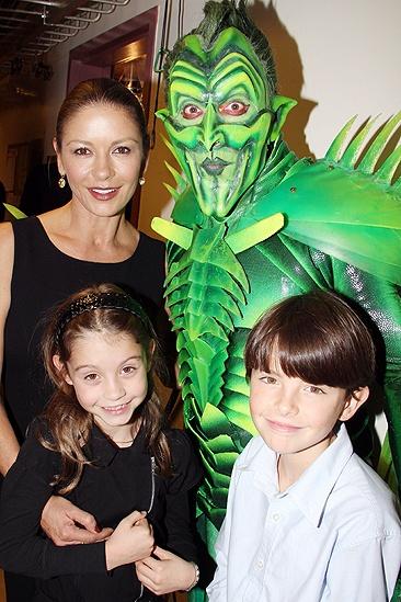 Zeta-Jones Spider- Catherine Zeta-Jones - Patrick Page - Carys - Dylan