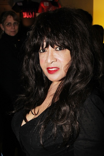 Forever Dusty Opening – Ronnie Spector