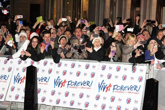 Viva Forever – crowd