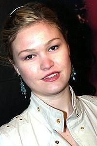 The Phantom of the Opera Movie Premiere - Julia Stiles