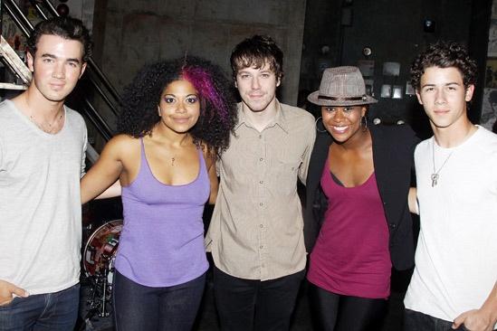 Jonas Idiot – Kevin Jonas – Rebecca Naomi Jones – John Gallagher Jr. – Christina Sajous – Nick Jonas