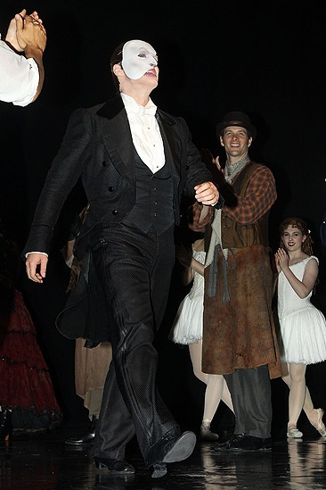 Hugh Panaro Returns to Phantom  Hugh Panaro (curtain call)
