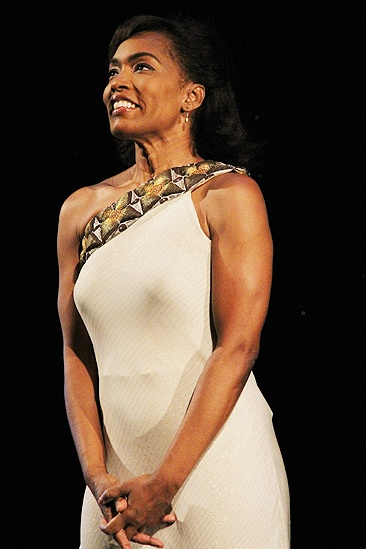 Mountaintop opens - Angela Bassett