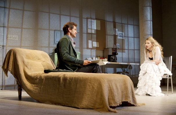 Show Photos - Venus in FUr - Hugh Dancy - Nina Arianda