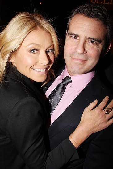 Standing opening  Kelly Ripa  Andy Cohen