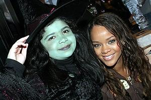 Wicked Day 2005 - green girl - Rihanna