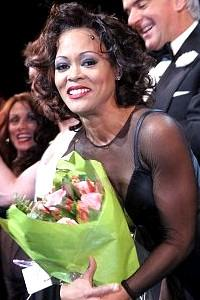 Chicago New Stars Givens O'Hurley - cc - Robin Givens -flowers