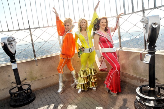 Mamma Mia Empire State Building – Jennifer Perry – Judy McLane – Lisa Brescia (observation deck pose)