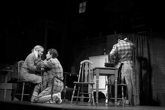 Death of a Salesman - Linda Emond,  Andrew Garfield and Finn Wittrock