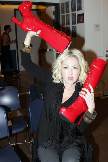 Photo 25 of 26 plenty of heels heart for Cyndi lauper broadway kinky boots