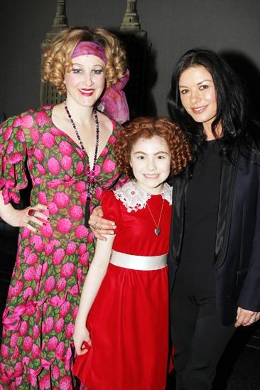 Annie- Katie Finneran- Lilla Crawford- Catherine Zeta-Jones