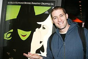 Photo Op - Wicked Day 2006 - Matthew Morrrison (with poster)
