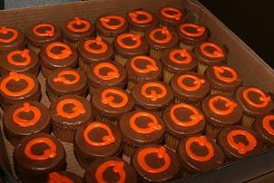 Photo Op - Avenue Q plays 1,500 performance - cupcakes