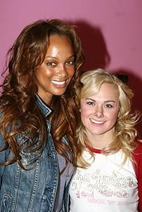 Photo Op - Tyra Banks at Legally Blonde - Tyra Banks - Laura Bell Bundy