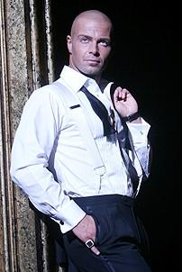 Photo Op - Joey Lawrence in Chicago - Joey Lawrence at pole