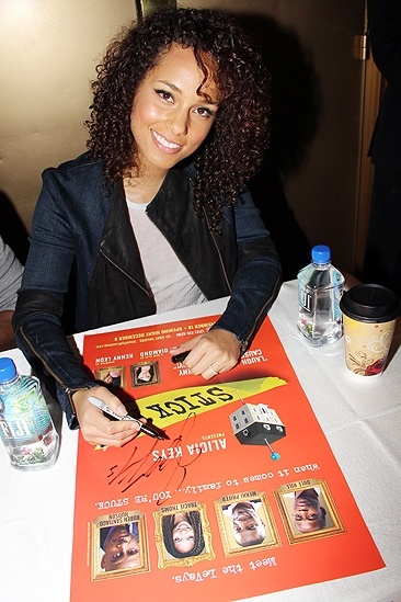 <i>Stick Fly</i> Poster Signing – Alicia Keys