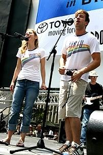 Photo Op - Broadway in Bryant Park 07-26-07 - Kerry Butler - Curtis Holbrook (singing)