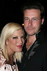 Photo Op - Tori Spelling at Chicago - Tori Spelling - Dean McDermott
