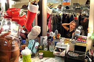 Holidays at Wicked 2007 - Lauren Gibbs - hat