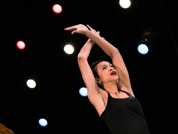 Chicago - Preview - 1/15 - Carly Hughes