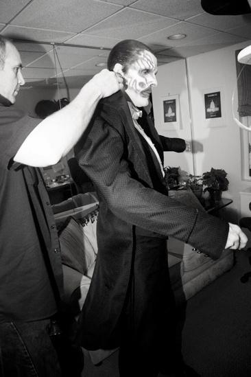 Howard McGillin Phantom transformation – dressing