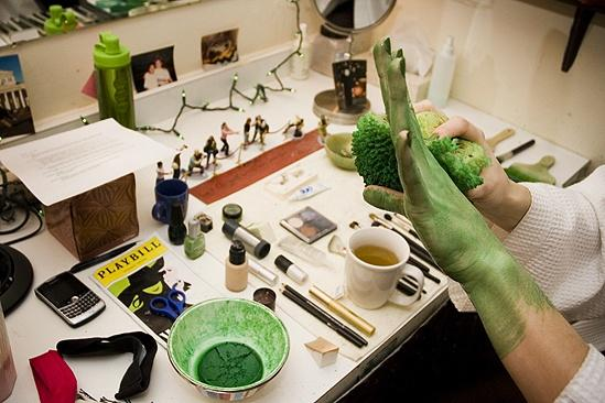 Nicole Parker Backstage at Wicked – hand2