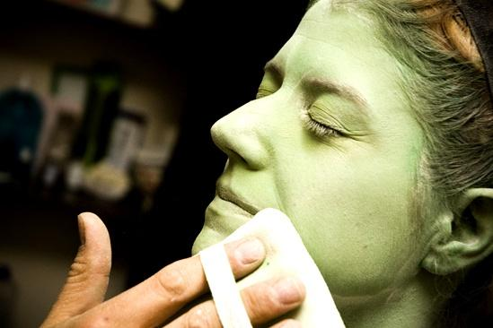 Nicole Parker Backstage at Wicked  powder