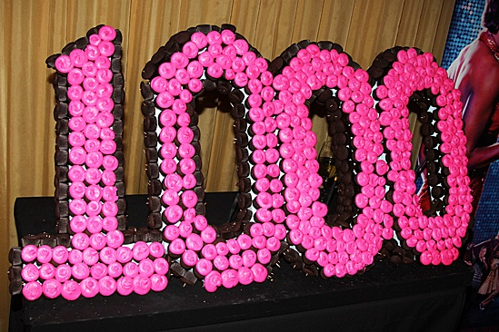 Memphis Celebrates 1,000 Performances – 1,000 Cupcake Cake