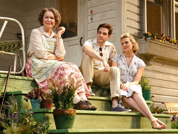 Show Photos - Picnic - Ellen Burstyn, Ben Rappaport and Maggie Grace