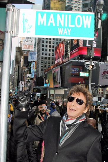 Barry Manilow Unveils 'Manilow Way' - Barry Manilow