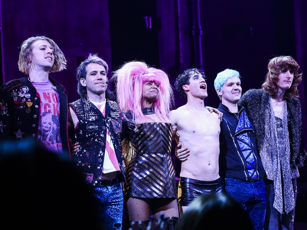 whatamidoingwithmylife - Pics and gifs of Darren in Hedwig and the Angry Inch on Broadway. 8.210678